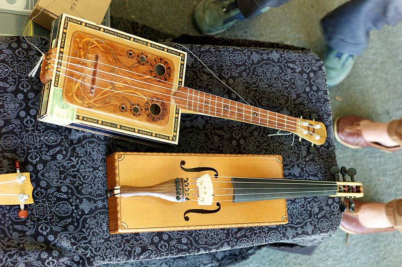 800px-Cigar_box_instruments